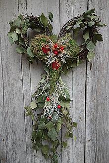 Dekorácie - Prírodná dekorácia na dvere v tvare srdca - 12475407_