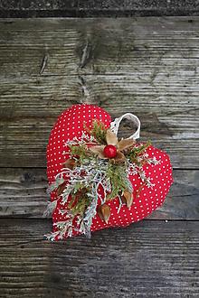 Dekorácie - Vianočná ozdoba šité srdiečko so sušenými kvetmi - 12475518_