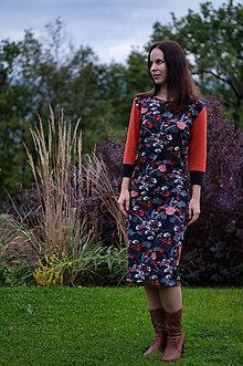 Šaty - Úpletové šaty škoricovo čierne s kvetmi - 12477510_
