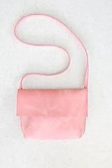 Kožená kabelka_ružová_minimal