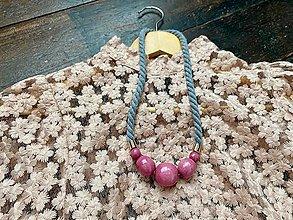 Náhrdelníky - Růžové korále na šedém laně - 12474179_