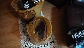 Nábytok - Malý stolík v tajnej jaskyni - 12475293_