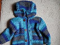Detské oblečenie - chlapčenský svetrík s kapucňou - 12480461_
