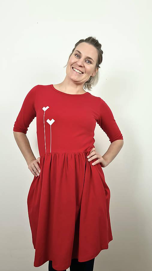 Šaty volánový strih M03 červená, srdiečka