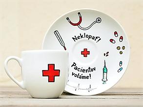 Nádoby - Maľovaná šálka s podšálkou - pre pani doktorku/zdravotnúsestričku - 12488275_