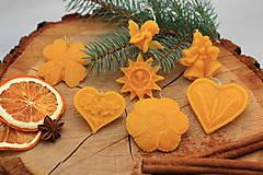 Dekorácie - Vianočné ozdoby na stromček z pravého včelieho vosku 14KS (Vianočné ozdoby 14ks) - 12488215_