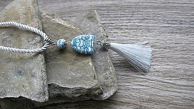 Náhrdelníky - Náhrdelník modro biely so strapcom dlhý ORIGINAL, č. 3294 - 12487031_
