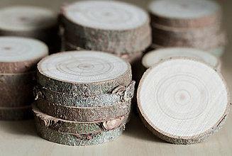 Dekorácie - Plátky z vianočného stromčeka 2019 - priemer 5 - 5,5 cm - 12484951_