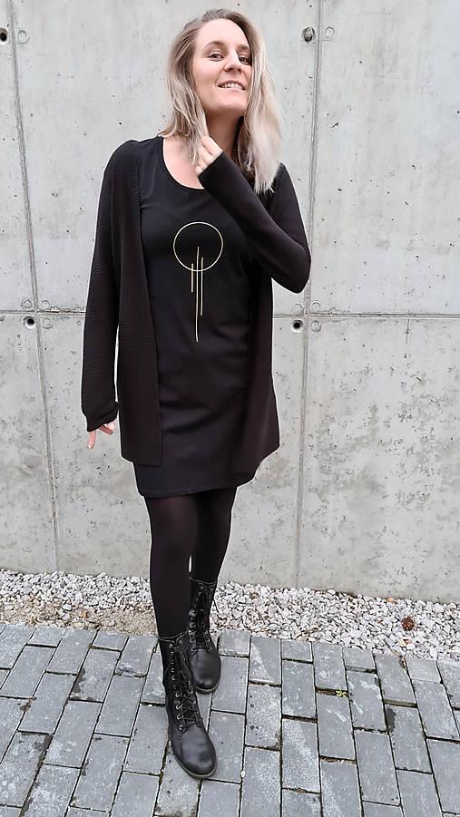 Šaty klasický strih M14 - čierne, zlatá OIII, veľkosť S