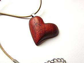 Náhrdelníky - Drevené srdce - 12492959_