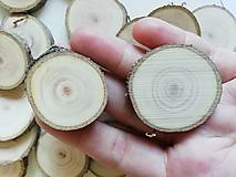 Dekorácie - Plátky z vianočného stromčeka 2019 - priemer 3 - 3,4 cm - 12491355_