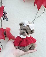Hračky - Mini medvedica v červených šatách  - 12494870_