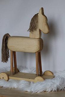 Dekorácie - Drevený koník - 12494995_