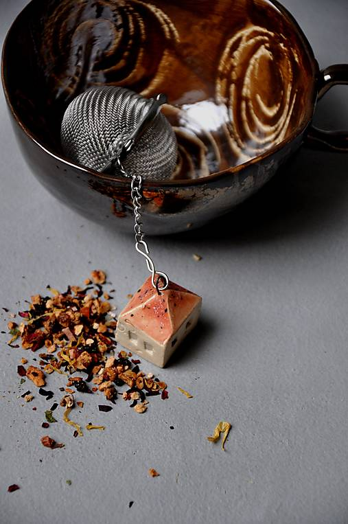 sitko na čaj dom jahodový