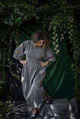 Šaty - Šedé ľanové  vyšívané šaty Pohorelské kvety  - 12499348_