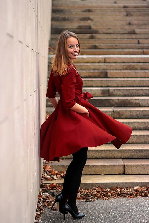Šaty - MIA, košilové šaty s narameníky, tmavší červená - 12500758_