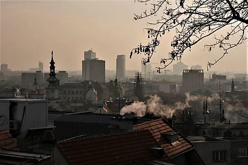 Východ slnka v bratislavskej hmle