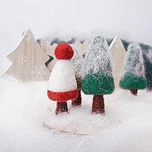 Dekorácie - Vianočné stromčeky na drevenom pláte - 12503304_