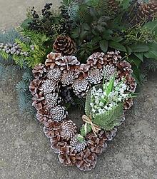 Dekorácie - šiškové srdce s konvalinkami - 12505515_