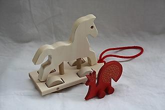 Hračky - Drevené hračky. Drevený koník na ťahanie zo šnúrkou - 12508806_