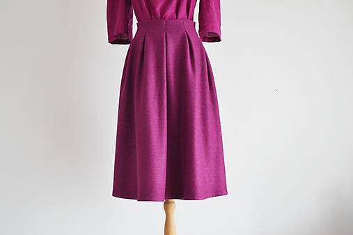 Vlnený kostým - sako s okrúhlym golierikom a sukňa so záhybmi
