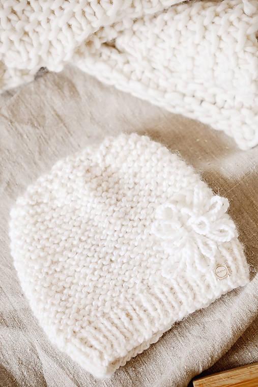 Ručne pletená hrubá vlnená čiapka s tkanou WALLART aplikáciou