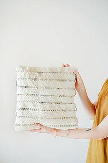 Úžitkový textil - Ručne tkaný vlnený dekoračný vankúš - 12513714_