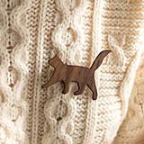 Odznaky/Brošne - Drevená brošňa mačka - 12515173_