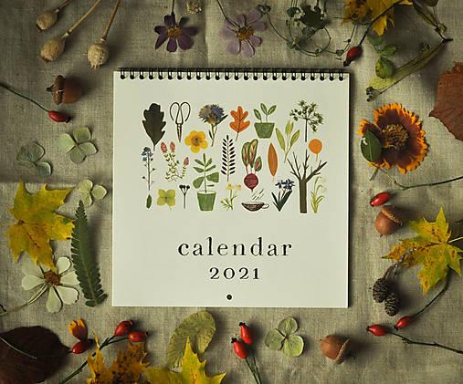 Kalendár 2021 ,v záhrade,