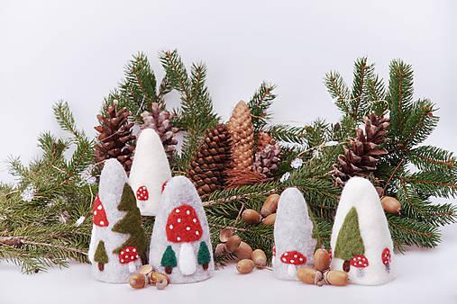 Vianočná dekorácia - stromčeky a muchotrávky