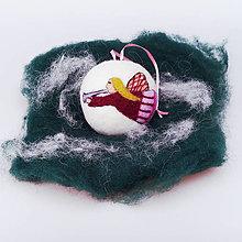 Dekorácie - Vianočná guľa - fialový anjelik - 12517610_