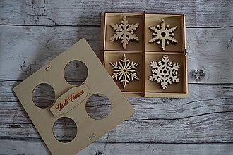 Dekorácie - Drevené vianočné ozdoby - vločky - 12521674_