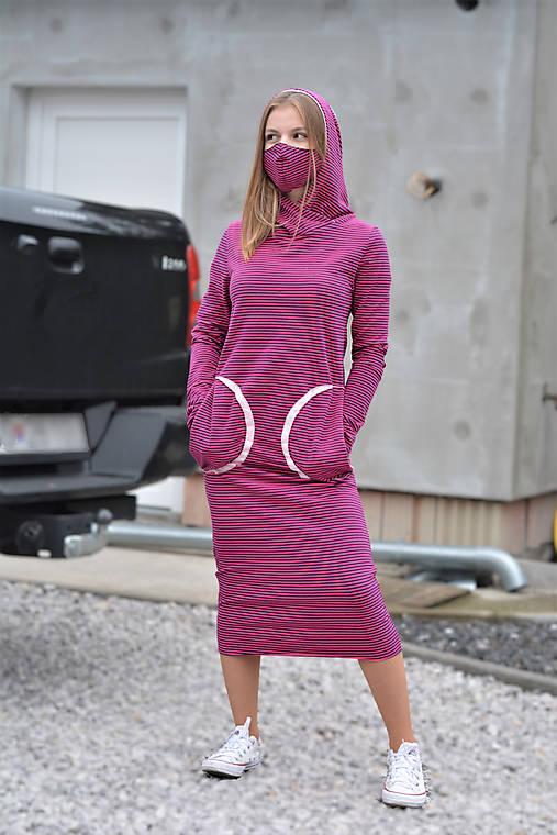 Úpletové šaty Clara Noia s kapucňou a predĺženým rukávom