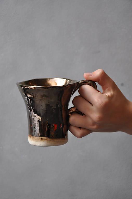 šálka kakao kovová