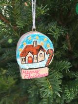 Dekorácie - Vianočná guľa drevená - 12540886_