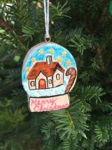 Dekorácie - Vianočná guľa drevená - 12540887_