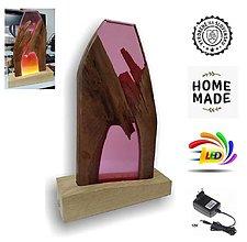 Svietidlá a sviečky - Stolná lampa vyrobená z dreva a epoxidu 6 - 12537473_