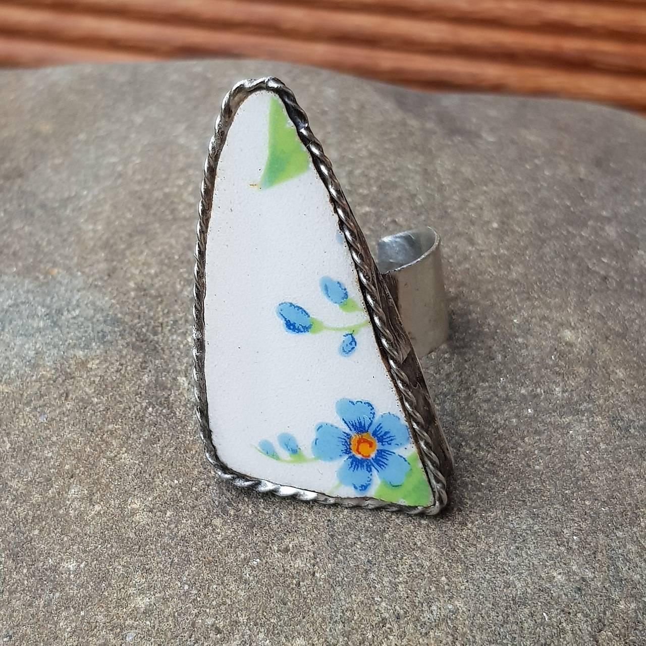 Cínovaný prsteň s nezábudkovým čriepkom