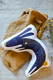 Textil - Vankúš Zajko s autorskou grafikou - 12558785_