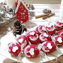 Dekorácie - Vianočný autorský oriešok - Vianočná láska (červená) - 12564247_