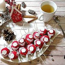 Dekorácie - Vianočný autorský oriešok - Vianočná ruža (červená) - 12564308_