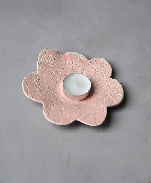 tanierik, podšálka , kvet čipka