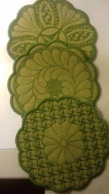 Úžitkový textil - Vyšívané podšálky (Zelená) - 12562205_