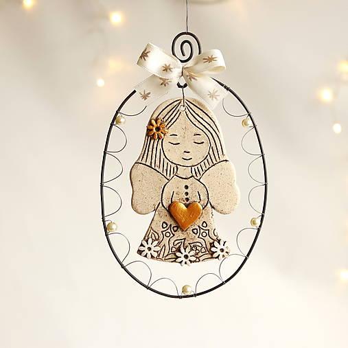 Dekorácie -  anjelik so zlatým srdiečkom - 12566185_