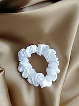 Ozdoby do vlasov - Perlová biela Scrunchies minimalistická - 12565157_