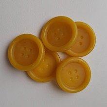 Materiál ručne robený - Gombíky z včelieho vosku - 12564880_