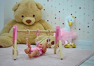 Hračky - RUŽOVÁ drevená hrazdička pre bábätko bez hračiek - 12565844_