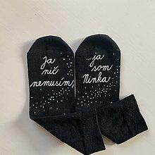 Obuv - Maľované ponožky s nápisom: Ja nič nemusím, ja som unicorn (S menom a bodkami) - 12575697_