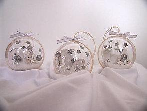 Dekorácie - Vianočné gule v kombinácii biela a strieborná - 12577640_