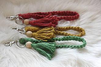 Kľúčenky - Makramé kľúčenky s náramkom a strapcami - 12584547_